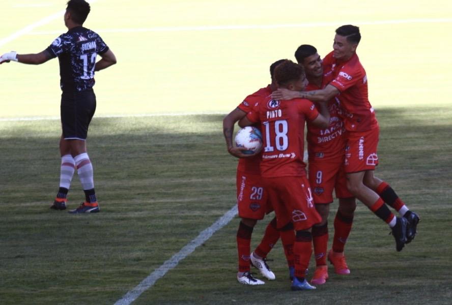 David Escalante anotó el segundo gol y se hizo gigante.